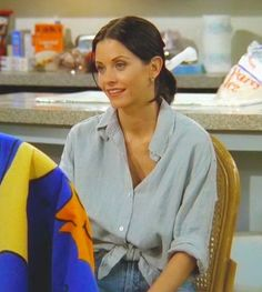 Monica Geller from Friends Monica Geller Outfits Friends Geller Monica Friends Mode, Friends Moments, Friends Tv Show, Friends Forever, Friends Monica Geller, Monica Friends, Estilo Rachel Green, Rachel Green Outfits, 80s Fashion