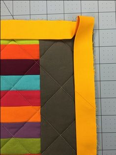 Here are some easy steps for making your binding corners square and professional. Quilting For Beginners, Quilting Tips, Quilting Tutorials, Machine Quilting, Quilting Projects, Quilting Designs, Sewing Tutorials, Sewing Projects, Beginner Quilting