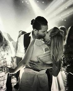Margot Robbie, No Me Importa, Toms, Couple Photos, Couples, Instagram, Argentina, Couple Shots