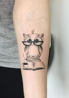 30 Unique Animal Tattoo Designs - Doozy List - Little Owl Tattoo - Unique Animal Tattoos, Unique Tattoos, Small Tattoos, Tattoo Animal, King Tattoos, Love Tattoos, Body Art Tattoos, Tatoos, Tattoo Buch