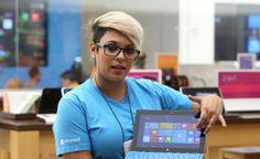 La tecnología la trajo a Puerto Rico | Jessie Rayo trabaja como store teacher en la tienda Microsoft de Plaza las Américas.