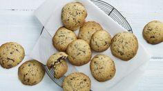 Ingefærsmåkager med chokolade er en lækker dansk opskrift, se flere dessert og kage på mad.tv2.dk