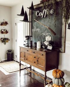 Farmhouse Halloween, Halloween Home Decor, Halloween House, Holidays Halloween, Fall Halloween, Halloween Party, Vintage Halloween Decorations, Halloween Ideas, Happy Halloween