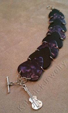 Fender Purple Moto Pearl & Black Guitar Pick Scales Bracelet With Guitar Charm Words cannot express my want!