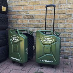 Land Rover - Gas Can Suitcase. Jerry Can Mini Bar, Land Rover Freelander, Land Rover Defender 110, Landrover Defender, Land Rover Discovery, Camping Car, Off Road, Car Parts, Landing