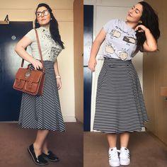 """""""Menina Celia, mas você não repete roupa"""" PARTE 2 : Gente, repetir roupa é a coisa que eu mais faço na vida!  A mesma saia da foto anterior, agora numa combinação casual. Consegui usar a mesma saia num look formal e chic e num look básico e despojado. Sem desculpas. Não é necessário ter varias roupas, mas sim, peças de boa qualidade que combinem entre si. ❤️ . . . #modesty #modestia #modestymatters #modestiasemfrescura #fashion #fashionblogger #christianblogger #lookoftheday #ootd #outfit..."""