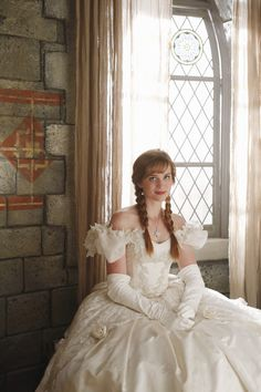 Anna in her mother's wedding dress - OUAT