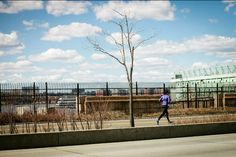 Reason #273 (why we love #NYC): Between walking everywhere, the ease of an afternoon run and the gorgeous outdoor spaces, you can't help but live an active lifestyle here. — #WestsideHighway #NYC #run #running #love