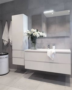 19 Minimalist home decor ideas - Classy and not basic Bathroom Renos, Bathroom Furniture, Small Bathroom, Bad Inspiration, Bathroom Inspiration, Modern Bathroom Design, Bathroom Interior Design, Toilette Design, Minimalist Home Decor