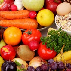 5 Simple Ways to Encourage Your Kids to Eat More Fruits & Veggies Fruits And Veggies, Vegetables, Eat Fruit, Healthy Habits, Lunges, Simple Way, Fries, Picnic, Healthy Eating