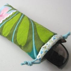 Gevoerde OpbergZakjes naaien in verschillende maten – SewNatural Recycled Fabric, Fabric Scraps, Refashion, Sunglasses Case, Recycling, Sewing, Natural, Dressmaking, Couture
