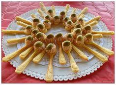 Cucchiaino di formaggio con mousse di prosciutto