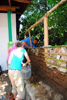 Construyendo muro de bajareque. Guatemala. By jsbarrie.