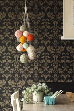 DIY: yarn chandelier