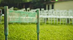 Plaquinha na entrada da cerimônia