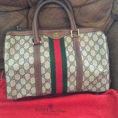 Vintage Handbags Vintage Gucci Satchel - Beautiful vintage Gucci handbag in excellent condition. Inside of bag has slight signs of loved usage. Designer Handbags Uk, Luxury Handbags, Black Handbags, Purses And Handbags, Jewelry Designer, Designer Clothing, Leather Handbags, Prada Tote Bag, Gucci Crossbody Bag