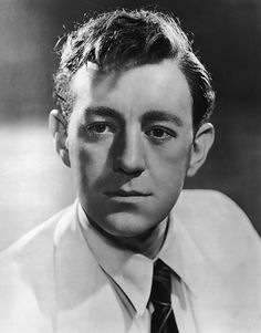 Alec Guinness had a lengthy and successful film career prior to his role as Obi-Wan Kenobi in the original Star trilogy which introduced him to an entirely new generation of fans. Hollywood Men, Golden Age Of Hollywood, Classic Hollywood, Classic Movie Stars, Classic Movies, British Actresses, British Actors, Tv Actors, Actors & Actresses