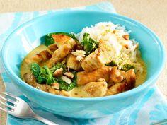 Putencurry mit Spinat und Cashewkernen Rezept   LECKER