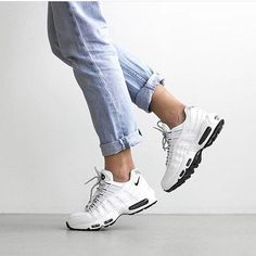 Sneakers femme - Full White Nike Air Max 95 @queenoutfitter