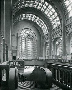 Interior del Mercado del Abasto.Década del 30'. Barcelona Cathedral, Big Ben, Taj Mahal, Architecture Design, Instagram, Photo And Video, Building, Travel, Interior
