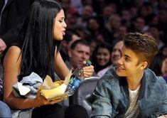 Selena Gomez e Justin Bieber: matrimonio in vista? Selena Gomez Kiss, Estilo Selena Gomez, Justin Bieber Selena Gomez, Justin Bieber And Selena, Celebrity Beauty, Celebrity Couples, Marcus Dobre, Stylish Girls Photos, Marie Gomez