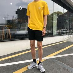 What are some great casual outfit for guys? Today we are talking all about casual outfit for guys and how you can wear them with a […] Mens Fashion Wear, Korean Fashion Men, Kpop Fashion, Street Fashion, Girl Fashion, Mode Streetwear, Streetwear Fashion, Mode Masculine, Summer Outfits Men