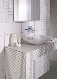 faïence murale carreaux différentes tailles Store Velux, Bathroom Cabinets, Beauty Room, Room Organization, Room Interior, Double Vanity, Small Bathroom, Sink, Home Decor