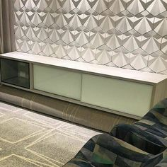 Revestimento Solis no projeto da arq @lilianealmeidaarquiteta ficou lindo  #revestimento #cimenticio #concreto #interiordesign #instadecor #interiores #design #decor #maski #luxo #projetoTOP #parede #walldecor #arquitetura #sala #solis