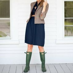 nice ensemble...these boots are calling me to more wet/coastal climates.