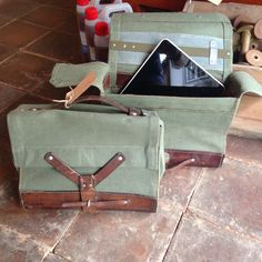 Nice bag for your tablet? Old military bag used for medicin - nice size and very useful. Original from the 50's #tibberuphoekeren #smallshopkeeper #bagforyourtablet #militarybag