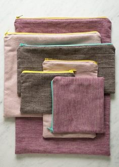 Molly's Sketchbook: Simple Lined Zipper Pouches - The Purl Bee - zipper pouch tutorial Sewing Hacks, Sewing Tutorials, Sewing Crafts, Sewing Projects, Sewing Patterns, Diy Projects, Sewing Diy, Bag Tutorials, Fabric Sewing