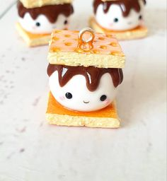 S'mores Clay Charm, Kawaii Miniature Polymer Clay Gift – Hobbies paining body for kids and adult Polymer Clay Ornaments, Polymer Clay Figures, Polymer Clay Animals, Polymer Clay Flowers, Polymer Clay Miniatures, Polymer Clay Charms, Handmade Polymer Clay, Diy Clay, Clay Crafts