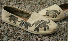 Elephant TOMS Shoes por themattbutler en Etsy