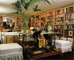 My dream room: The library of Yves St. Laurent and Pierre Bergé's apartment on Rue de Babylone in Paris. Feng Shui, Yves Saint Laurent Paris, St Laurent, Home Libraries, Paris Apartments, Book Nooks, Decoration, Beautiful Homes, Sweet Home
