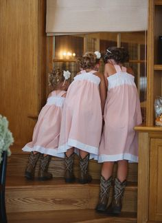 adorable flower gals with cowboy boots | Meg Runion #wedding