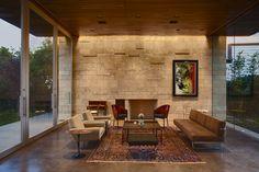 Inconfundible silla Pratfall by P. Starck en Casa Carrillo, Santa Mónica California