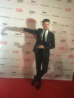 Jonathan Silver Scott missing his twin brother Drew walking the red carpet at HELLO party Sunday September 2016 Jonathan Scott, Scott Brothers, Twin Brothers, Property Brothers, Great Scott, Best Day Ever, Man Humor, Sexy Men, Eye Candy