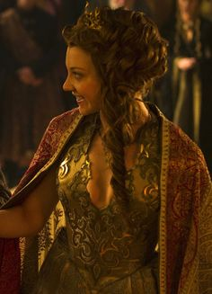 Natalie Dormer as Margaery Tyrell in Game of Thrones (Season Game Of Thrones Outfits, Game Of Thrones Costumes, Game Of Thrones Art, Fun Classroom Games, Conversation Starters For Couples, Margaery Tyrell, Female Fighter, Natalie Dormer, Beautiful Costumes