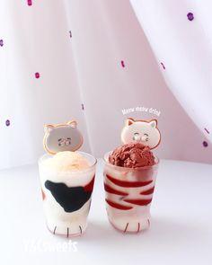 "Y&Csweets YOHKO on Instagram: ""Meow meow drink❤︎ 🐱🥤🐾 ねこスティックでねこドリンク♡ . @kawaiicookiecuttershop で人気の  スティッククッキー型❤︎❤︎❤︎ . スティック部分にチョコレートをコーティングして冷やしておくと…"" Global Cooling, Pudding, Ice Cream, Drinks, Pretty, Cute, Desserts, Instagram, Food"