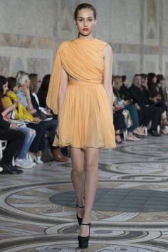 https://www.vogue.com/fashion-shows/fall-2017-couture/giambattista-valli/slideshow/collection