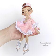 1,087 отметок «Нравится», 25 комментариев — Кукольная лаборатория❤Оля_ка © (@olyaka_lab) в Instagram: «Куколка на руке , для масштаба Стесняется  В живую она ещё красивее , честно , честно Ваша…»