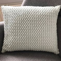 Knitted Cushion Pattern, Knitted Cushions, Crochet Pillow, Crochet Home, Diy Crochet, Crochet Projects, Diy And Crafts, Crochet Patterns, Blog