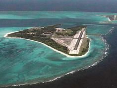 Henderson Airfield, USA, located on Sand Island in Midway Atoll Midway Atoll, Airport Design, Navy Day, Islands In The Pacific, Air Traffic Control, Little Island, Civil Aviation, South Pacific, Pacific Ocean