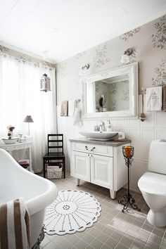 7 x romanttinen kylpyhuone Decor, Bathtub, House Design, Sweet Home, Interior, Clawfoot Bathtub, Home Decor, Shabby Chic, Bathroom