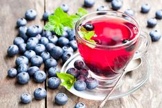blueberry tea with mint leaves on wooden background , Blueberry Tea, Blueberry Bushes, Blueberry Recipes, Anti Oxidant Foods, Dried Berries, Natural Health Remedies, Coffee Beans, Metabolism, Health Benefits