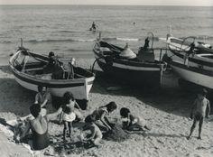 """Intense attività estive nella spiaggia dei pescatori di Laigueglia! Summer at """"Fishermen beach"""" in Laigueglia! (1940-1960) #Laigueglia #Riviera #Savona #Liguria #viaggi #vacanza #holiday #journey"""