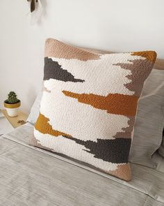 Gray, mustard and beige accent punchneedle pillow · Modern abstract embroidery pillowcase · Handmade decorative pillow cover · Bedroom decor Modern Pillow Covers, Modern Pillows, Decorative Pillow Covers, Abstract Embroidery, Punch Needle Patterns, Weaving Projects, Crochet Pillow, Textiles, Handmade Decorations