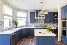 44 Color Ideas for Painting Kitchen Cabinets That Will add Personality to Your Kitchen space Blue Kitchen Cabinets, Kitchen Cabinet Colors, Painting Kitchen Cabinets, Kitchen Paint, Kitchen Appliances, Oak Cabinets, White Cabinets, All White Kitchen, Kitchen Tops