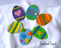 Waldorf Inspired Fillable Felt Easter Eggs by TheToadstoolForest -Perfect for an Easter basket! Felt Crafts, Easter Crafts, Holiday Crafts, Diy And Crafts, Easter Decor, Easter Ideas, Holiday Decor, Felt Projects, Craft Projects