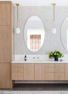Our expert home designers dish out the best tips & tricks to create a calming minimalist bathroom! Visit our blog to find cabinet ideas, minimalist color schemes & more! #minimalist #minimalistbathroom #bathroomdesign #neutralbathroom #bathroomcolorscheme #minimalism Lily Ann Cabinets, Modern Farmhouse Bathroom, Modern Bathrooms, Luxury Bathrooms, Silver Falls, Clutter Free Home, Minimalist Bathroom, Minimalist Interior, Modern Minimalist